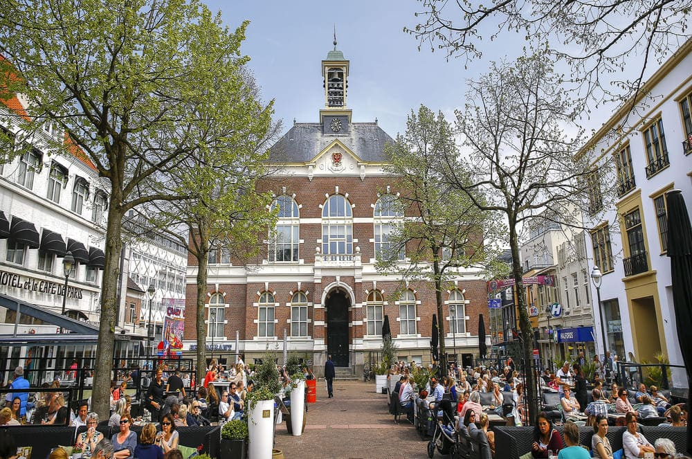 What dokuments do You need when moving to Apeldoorn